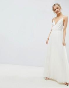 Платье макси на бретелях с плиссировкой и лямками на спине ASOS DESIGN - Кремовый