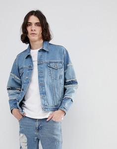Выбеленная синяя джинсовая oversize-куртка с бахромой на рукавах ASOS - Синий