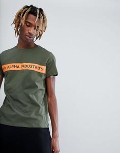 Зеленая футболка с оранжевой полосой Alpha Industries - Зеленый