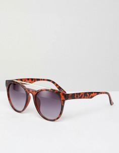 Круглые солнцезащитные очки в черепаховой оправе Jeepers Peepers - Коричневый