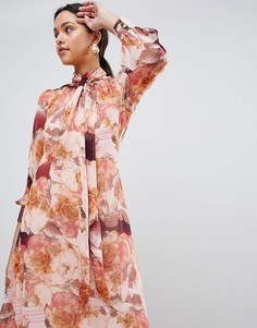 Платье макси с длинным рукавом и цветочным принтом Traffic People - Розовый