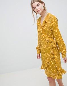 Платье в горошек с запахом и оборками Selected Chanie - Желтый