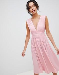 Плиссированное платье миди с кружевной вставкой ASOS DESIGN - Розовый