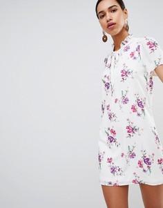Платье с воротом на завязке и винтажным цветочным принтом Fashion Union - Белый