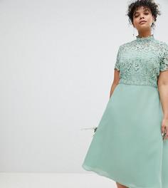 Платье 2 в 1 с кружевным топом и высоким воротником Chi Chi London Plus - Зеленый