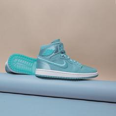 Женские кроссовки Jordan