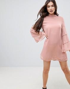 Платье с многослойными рукавами QED London - Розовый
