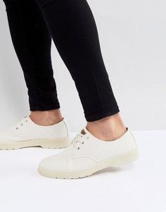Светло-бежевые туфли с 3 парами люверсов Dr. Martens Delray - Бежевый