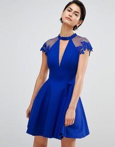 Короткое приталенное платье с отделкой на плечах Forever Unique - Синий