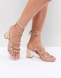 Босоножки на каблуке со шнуровкой Boohoo - Бежевый