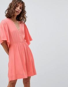 Короткое приталенное платье с рукавами клеш Suncoo - Розовый