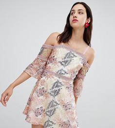 Платье мини с открытыми плечами и вышивкой Dolly & Delicious - Мульти