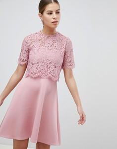 Короткое приталенное платье с кружевом Club L - Розовый