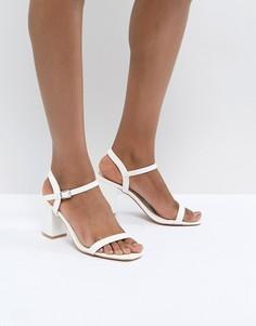 Белые босоножки на блочном каблуке Glamorous - Белый