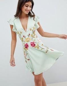Расклешенное платье мини с вырезами по бокам и вышивкой ASOS DESIGN - Зеленый