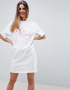 Платье-футболка с принтом и V-образным вырезом на спине ASOS DESIGN - Белый
