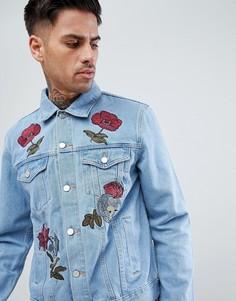 Светлая джинсовая куртка с цветочной вышивкой boohooMAN - Синий