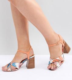 Босоножки на каблуке для широкой стопы с перекрестными ремешками River Island - Оранжевый