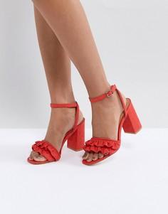 Босоножки на блочном каблуке с оборками Truffle Collection - Красный