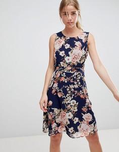 Приталенное платье с цветочным принтом QED London - Темно-синий