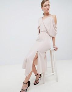 Асимметричное платье макси с вырезами на плечах Lavish Alice - Розовый