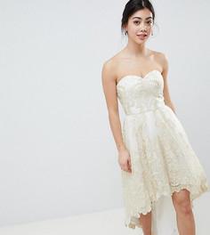 Кружевное платье для выпускного Chi Chi London Petite - Кремовый