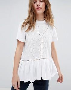 Свободная футболка с вышивкой ришелье и оборкой ASOS DESIGN - Белый