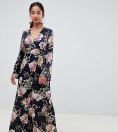 Темно-синее атласное платье макси с цветочным принтом ASOS DESIGN Petite - Мульти