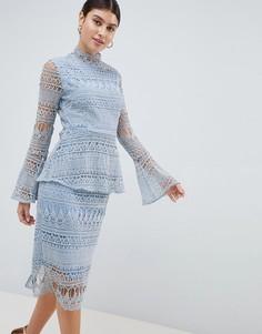 Кружевное платье миди с расклешенными рукавами PrettyLittleThing - Синий