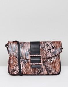 Замшевая сумка на плечо в стиле 90-х со змеиным узором ASOS DESIGN - Мульти