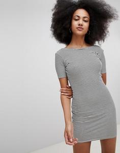 Трикотажное полосатое платье в рубчик с глубоким вырезом на спине Pull&Bear - Мульти Pull&;Bear