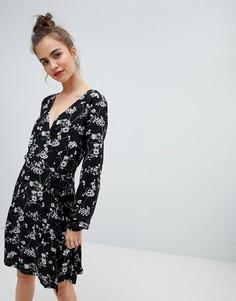 Платье с запахом и принтом Blend She Alicia - Черный