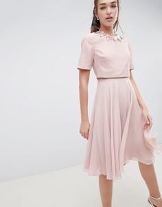 Приталенное платье миди с кроп-топом и 3D отделкой ASOS DESIGN - Розовый