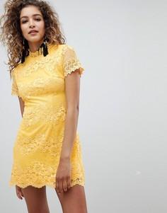 Кружевное платье с короткими рукавами AX Paris - Желтый