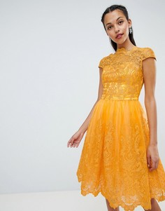 Премиум-платье миди с кружевом и короткими рукавами Chi Chi London - Желтый