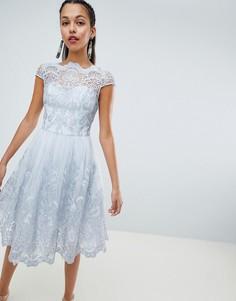 Премиум-платье миди с кружевом и короткими рукавами Chi Chi London - Серый
