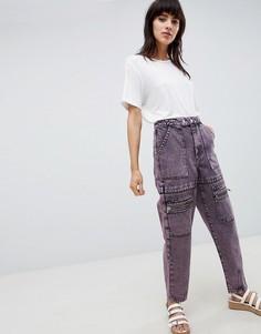 Розовые джинсы бойфренда в стиле милитари с эффектом кислотной стирки ASOS DESIGN carpenter - Розовый