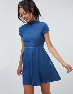 Свободное джинсовое платье с рюшами ASOS DESIGN - Синий