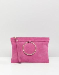 Замшевый клатч на молнии с кольцом ASOS DESIGN - Розовый