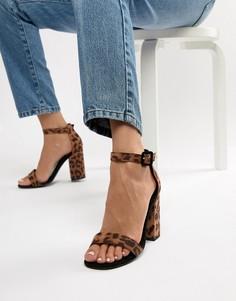 Босоножки на блочном каблуке с леопардовым принтом New Look - Коричневый