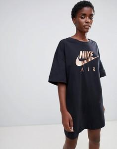 Платье-футболка с контрастным логотипом Nike Air - Черный