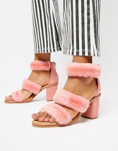 Розовые босоножки на каблуке с тремя ремешками из искусственного меха UGG Del Rey - Розовый