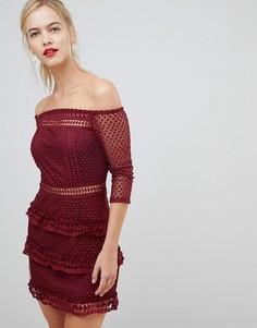 Кружевное платье с открытыми плечами и ярусной юбкой Liquorish - Красный