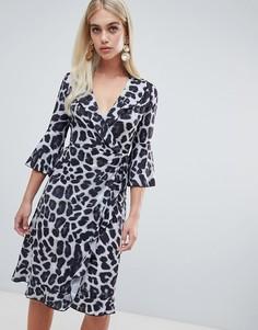 Платье миди с запахом и леопардовым принтом Outrageous Fortune - Мульти