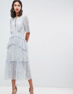 Платье миди с цветочным принтом и ярусным кроем Stevie May Iris - Синий