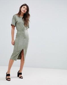 Платье-футляр из искусственной замши с V-образным вырезом ASOS DESIGN - Зеленый