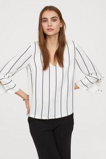 Блузка с v-образным вырезом H&M