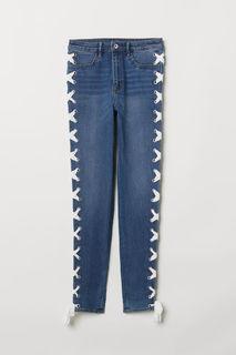 Джинсы со шнуровкой H&M
