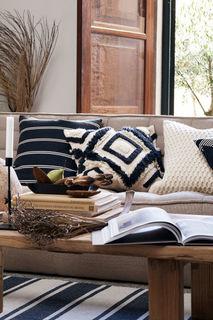 Чехол на подушку с вышивкой H&M