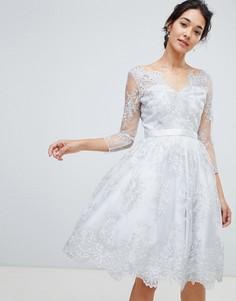 Серебристое платье миди с кружевом Chi Chi London premium - Серебряный